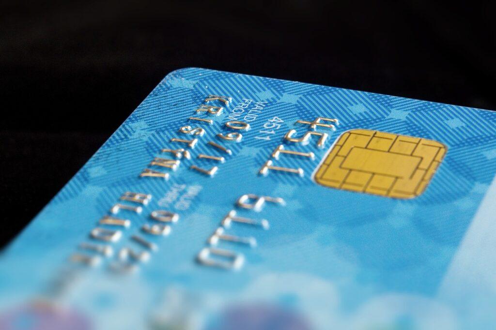 Cartões de crédito com taxas em baixa