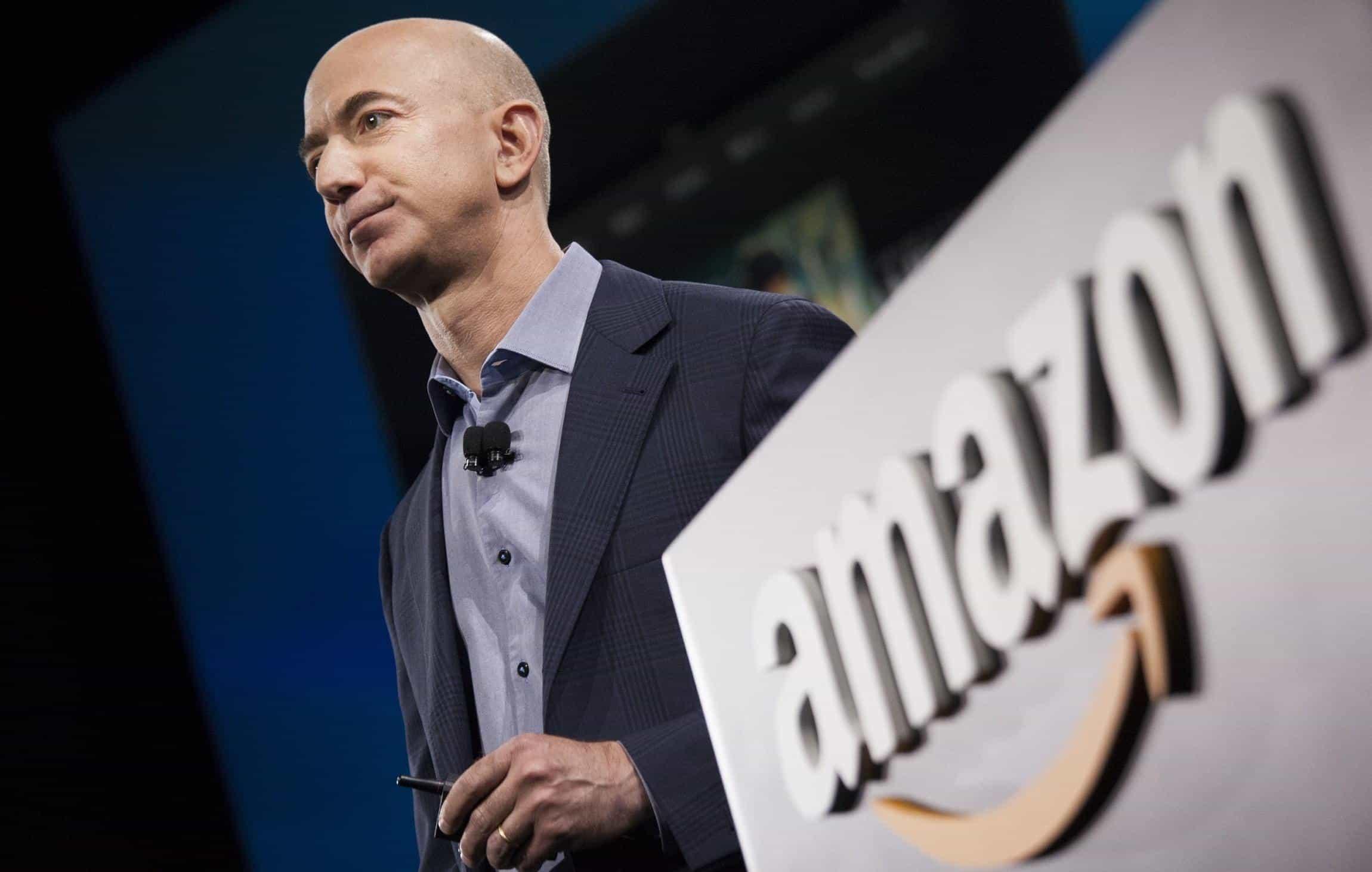 Imagem mostra homem mais rico do mundo dono da Amazon