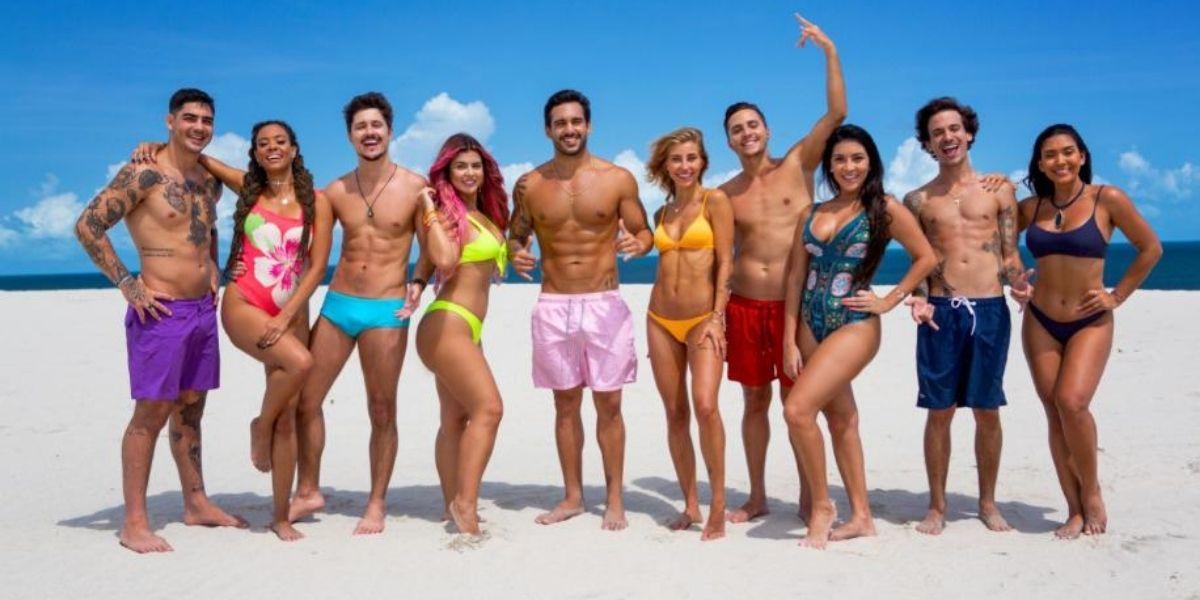 Participantes do De Férias com o Ex Brasil posados na praia