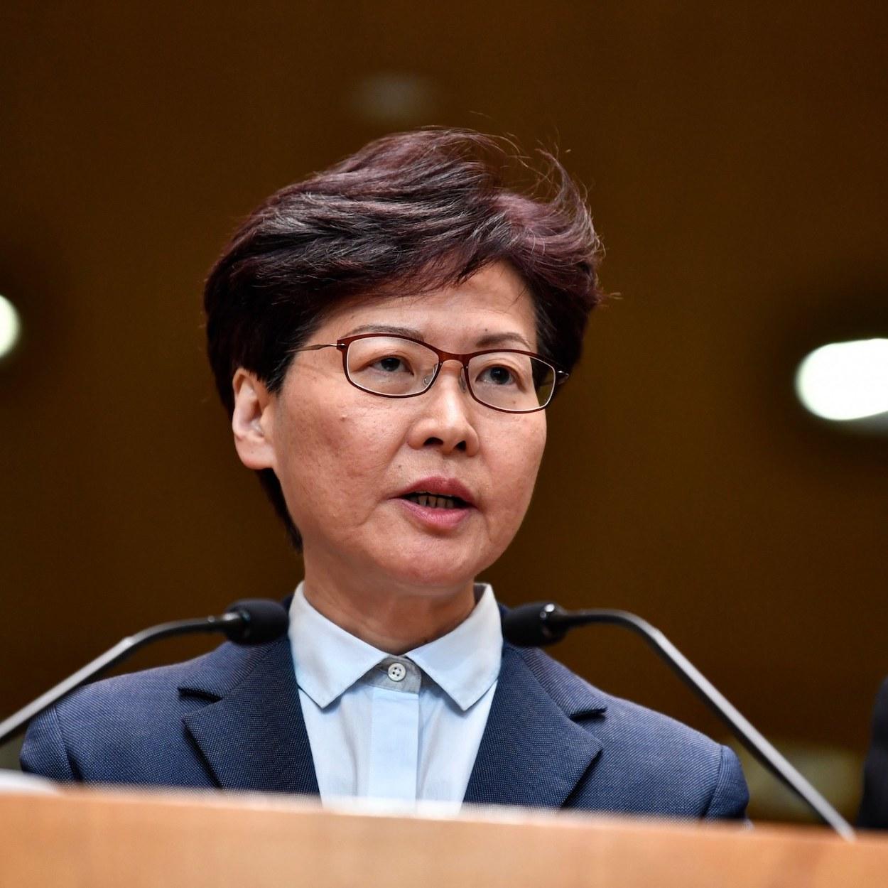 hong kong adia eleições