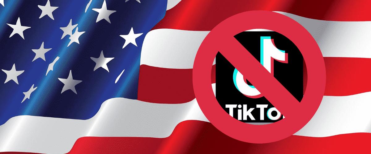 Montagem mostra o ícone do TikTok sob o sinal de proibido. Ao fundo, a bandeira dos Estados Unidos