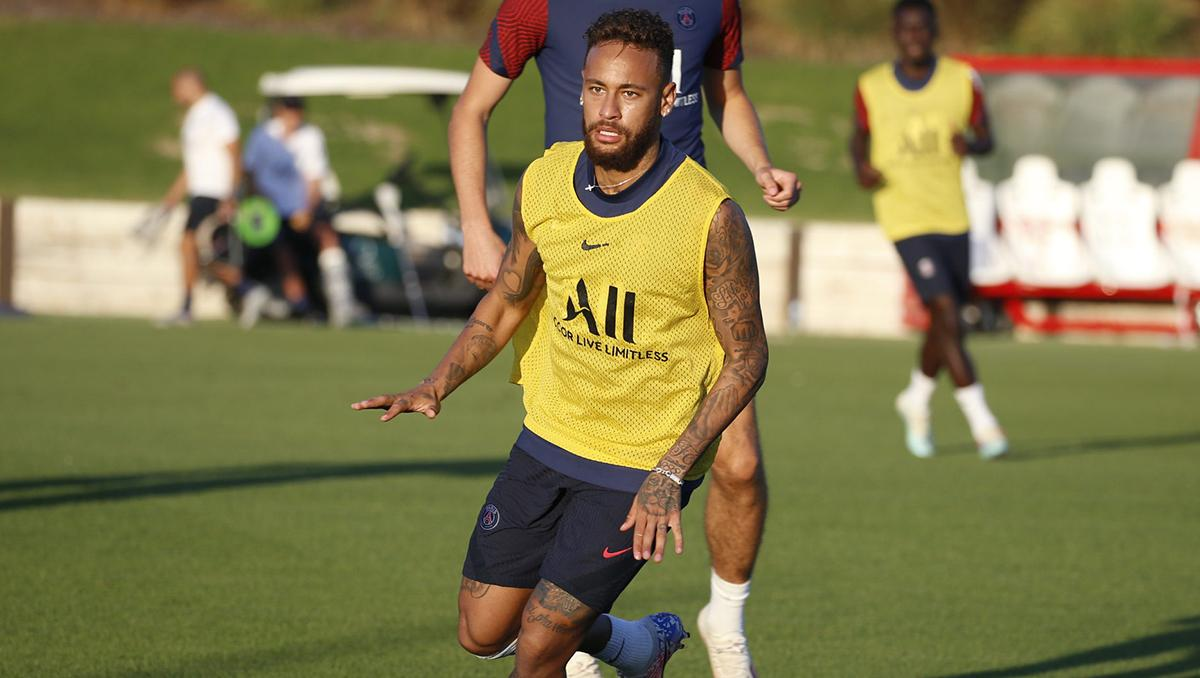 Neymar treina no PSG