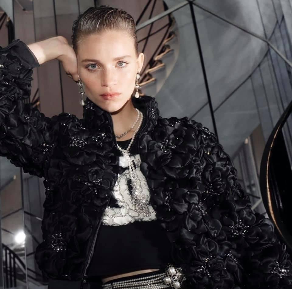 Agora as tradicionais pérolas da Coco Chanel renovadas