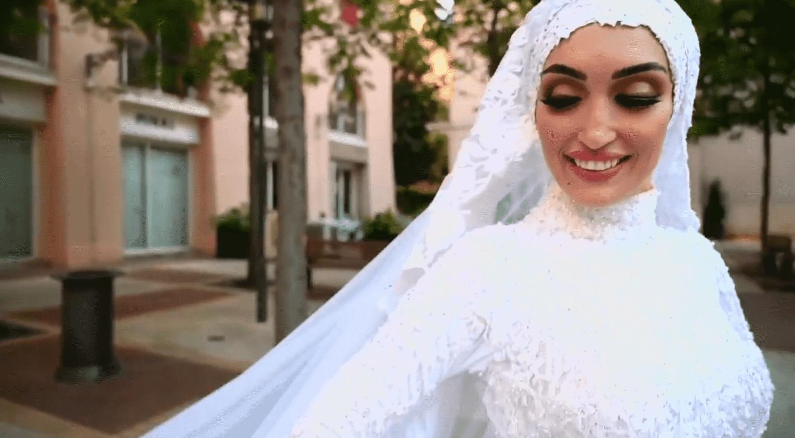 Foto mostra a noiva que teve ensaio interrompido por explosão no Líbano. Ela está vestido e véu.