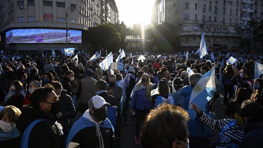 Foto mostra os protestos na Argentina em crise