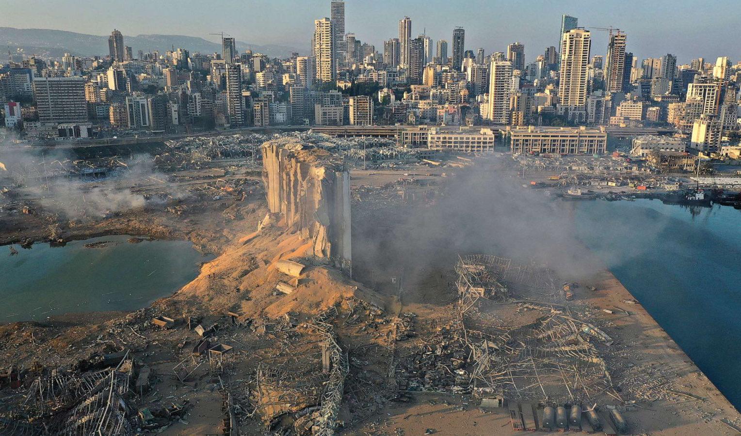 cenário de destruição após o incêndio com nitrato de amônio em Beirute