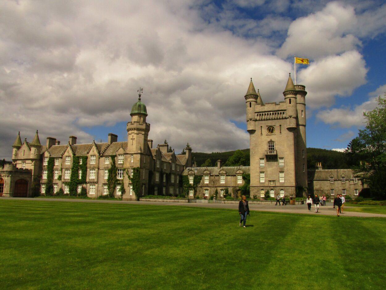 castelo balmoral da rainha elizabeth
