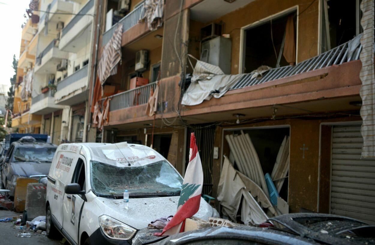 ruas destruídas em explosões em berirute