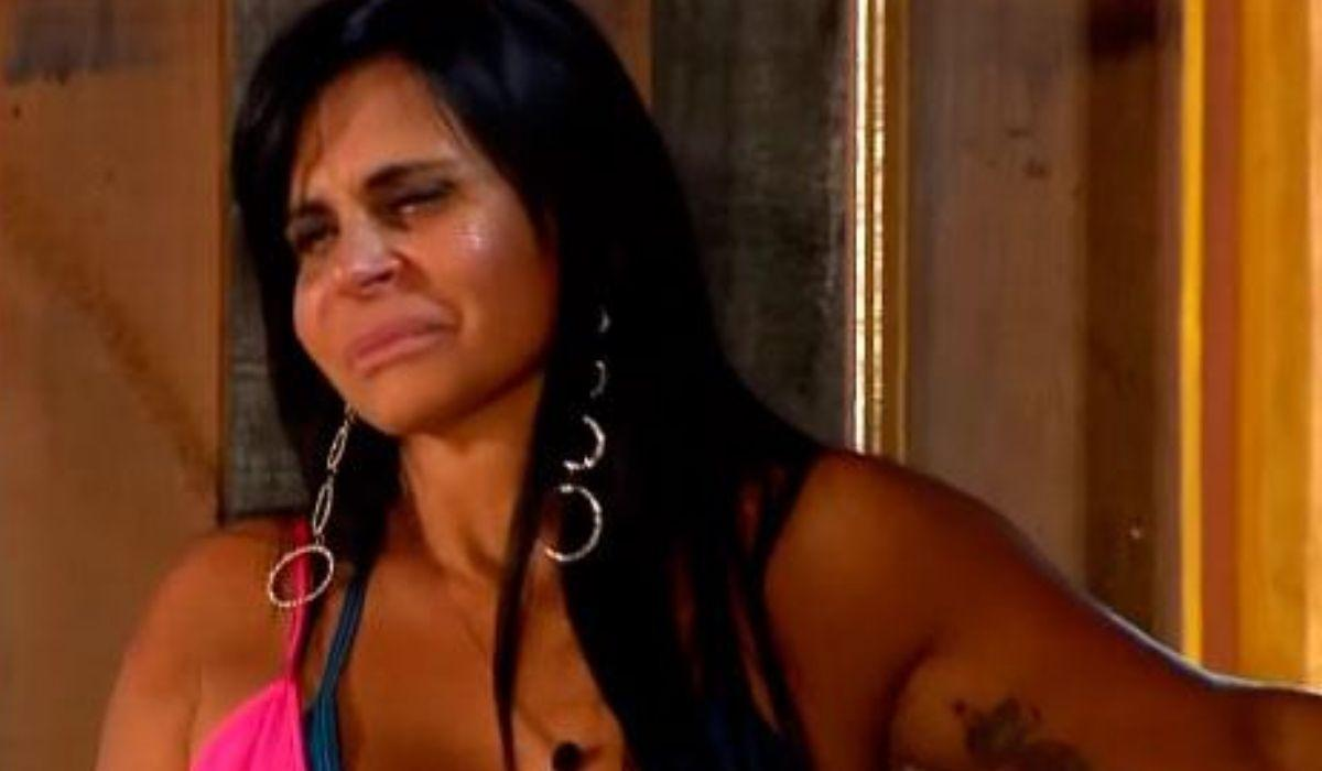 Gretchen chorando no momento que deixa A Fazenda