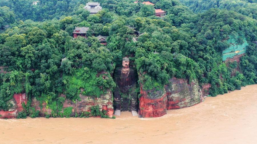 Estátua do Buda Gigante de Leshan inundação na china