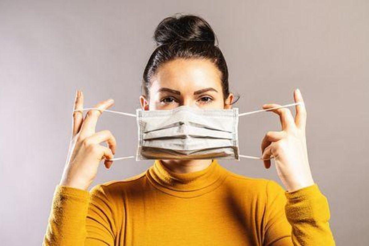 mulher de máscara