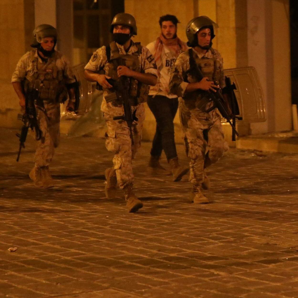 protestos no Líbano após explosões