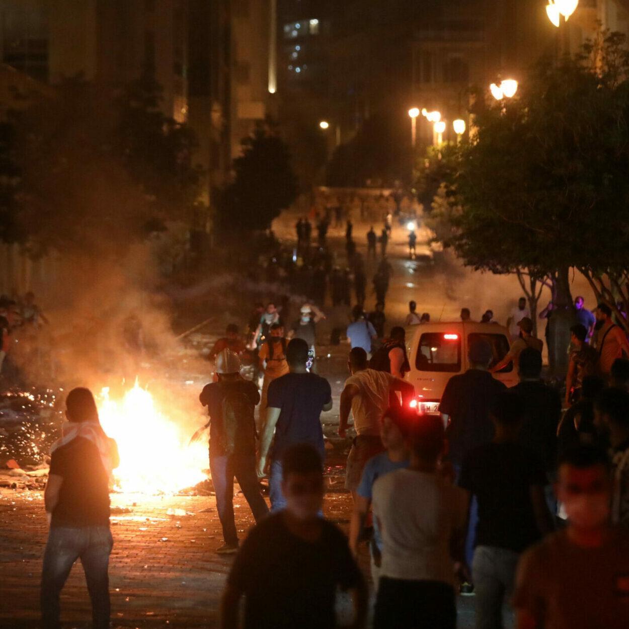 protestos no líbano após explosões em Beirute