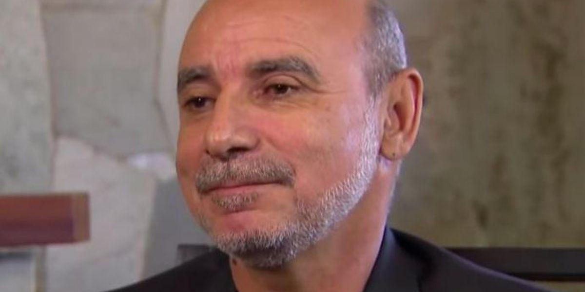 Fabricio Queiroz olhando de perfil