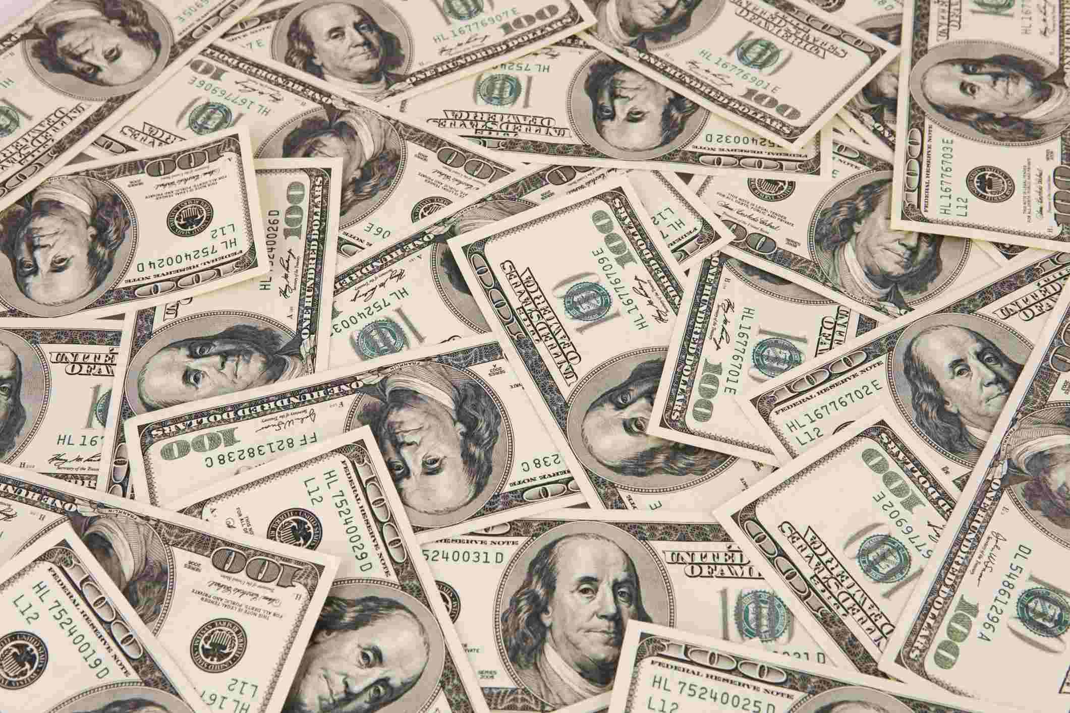 dólar cai