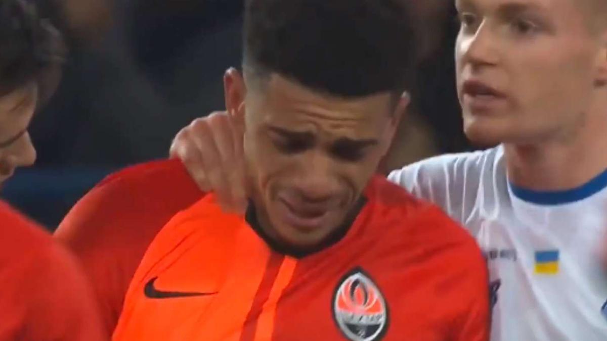 Taison sai de campo chorando após caso de racismo no futebol da Ucrânia