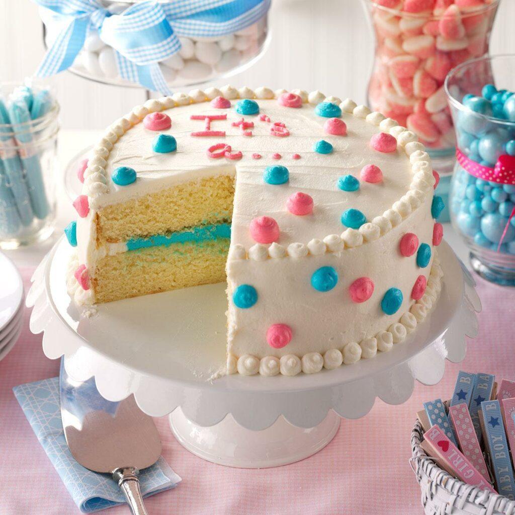 Bolo para chá revelação. Ao cortar, no seu interior, aparece a cor do sexo do bebê. Neste bolo, cor azul, bebê menino.