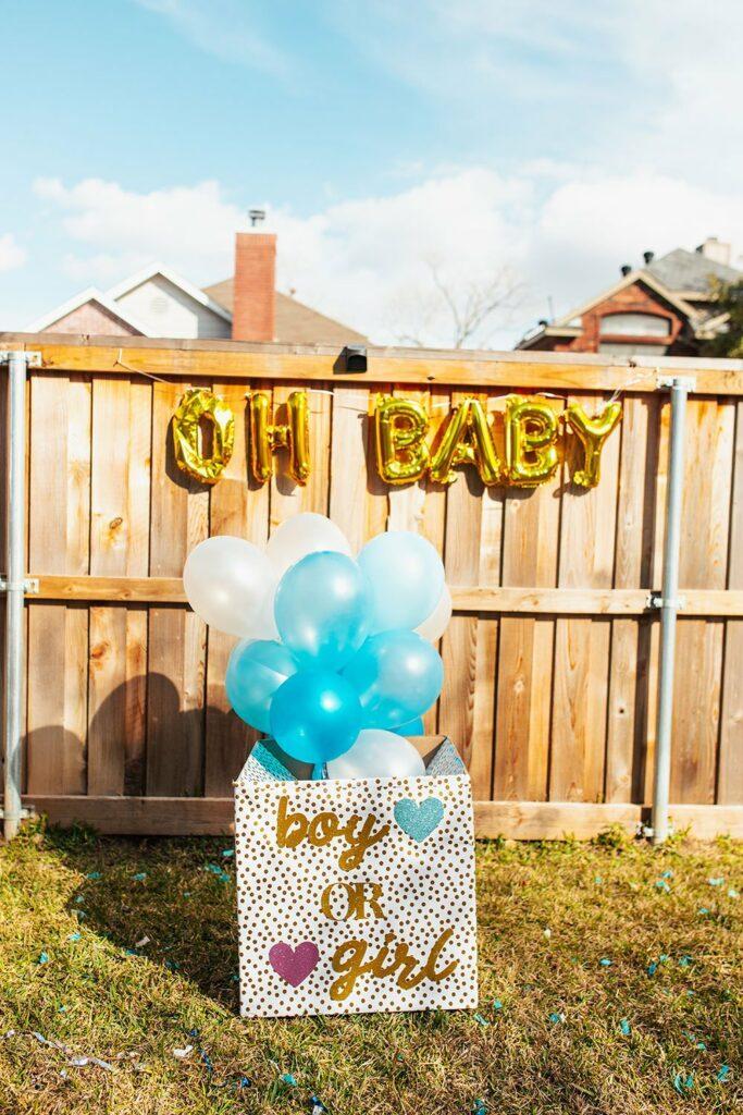 caixa surpresa com balões hélio que, ao abrir, os balões aparecem nas cores azul ou rosa, revelando o sexo do bebê.