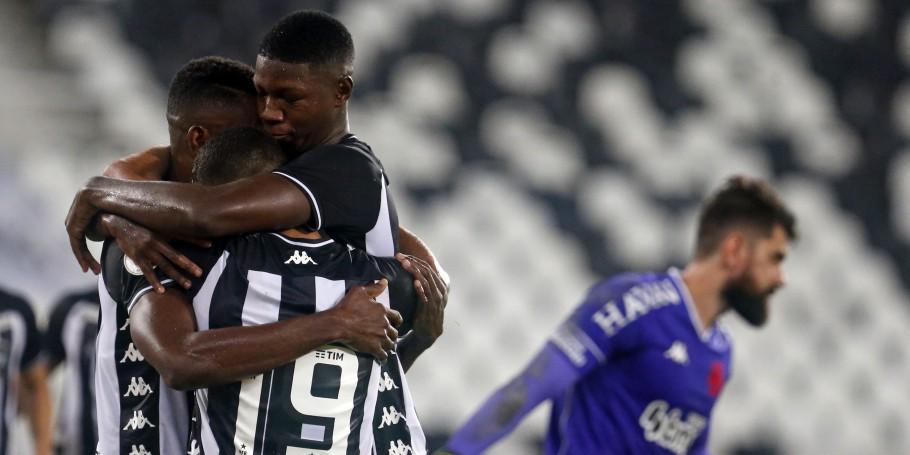 Botafogo comemora gol diante do Vasco
