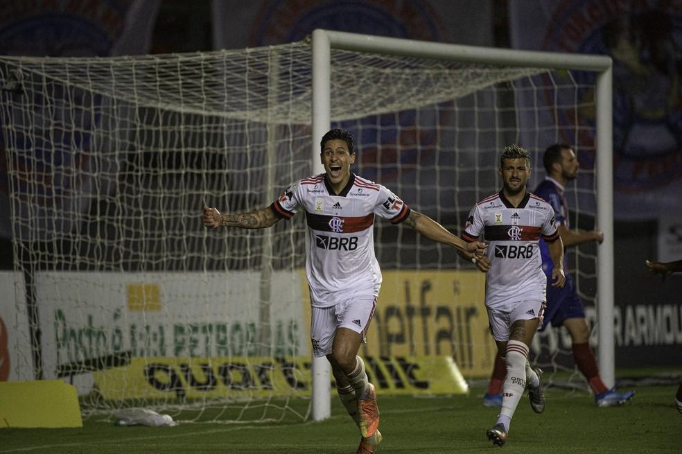 Pedro comemora gol contra o Bahia
