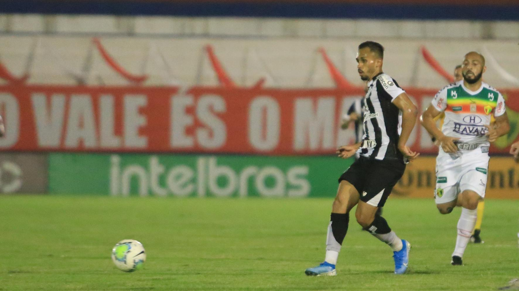Ceará vence jogo da ida contra o Brusque por 2 a 0