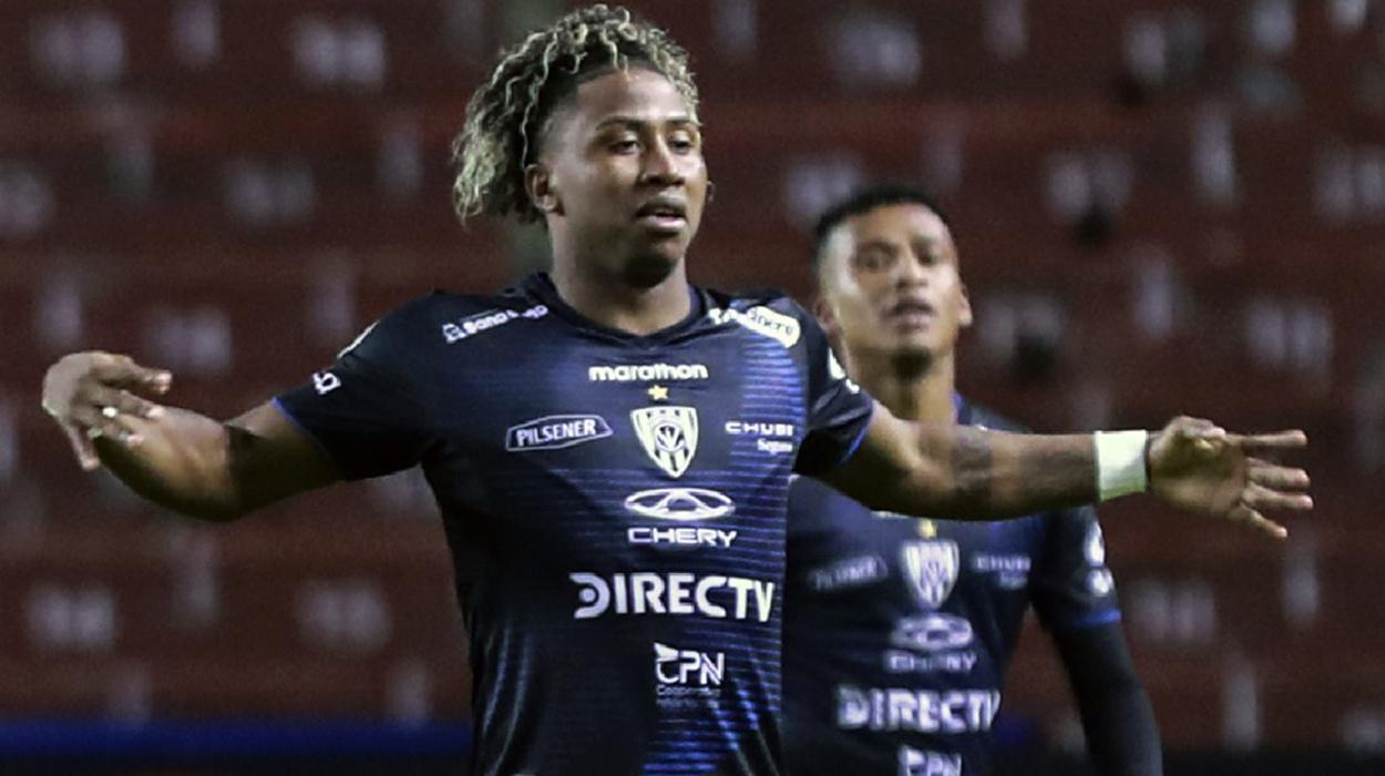 Jogadores do Independiente del Valle comemoram gol contra o Flamengo