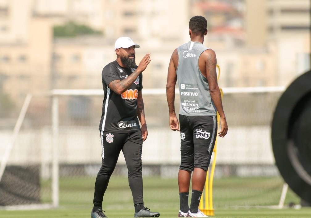 Dyego Coelho conduz treino do Corinthians para Fluminense x Corinthians
