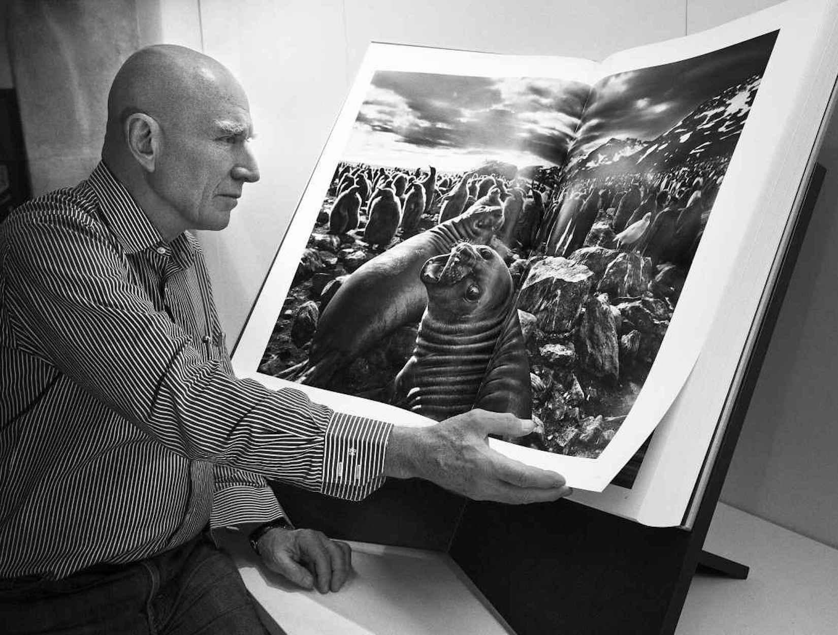 O fotógrafo e uma de suas obras