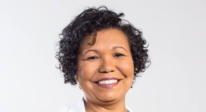 Foto mostra candidata Vera Lúcia
