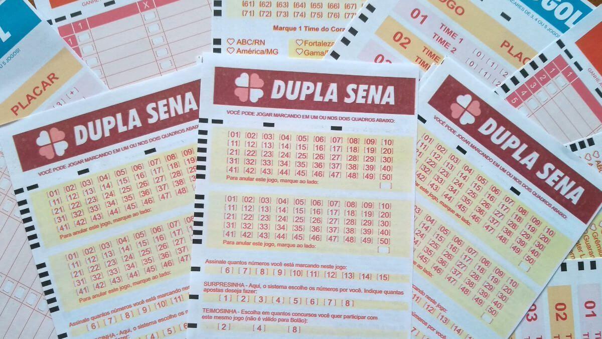 Dupla Sena concurso 2158 - a imagem mostra três volantes da dupla sena em destaque