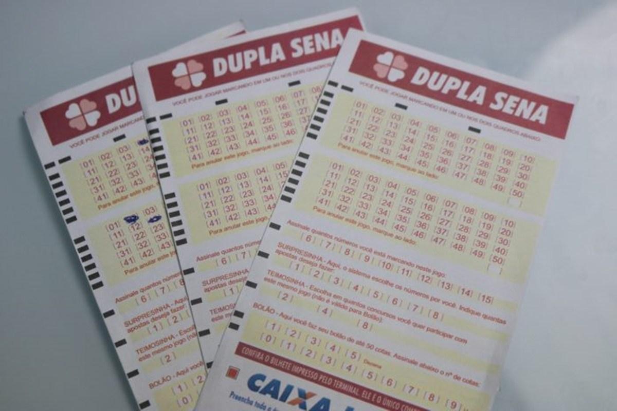 Dupla Sena de ontem - a imagem mostra três volantes da Dupla Sena