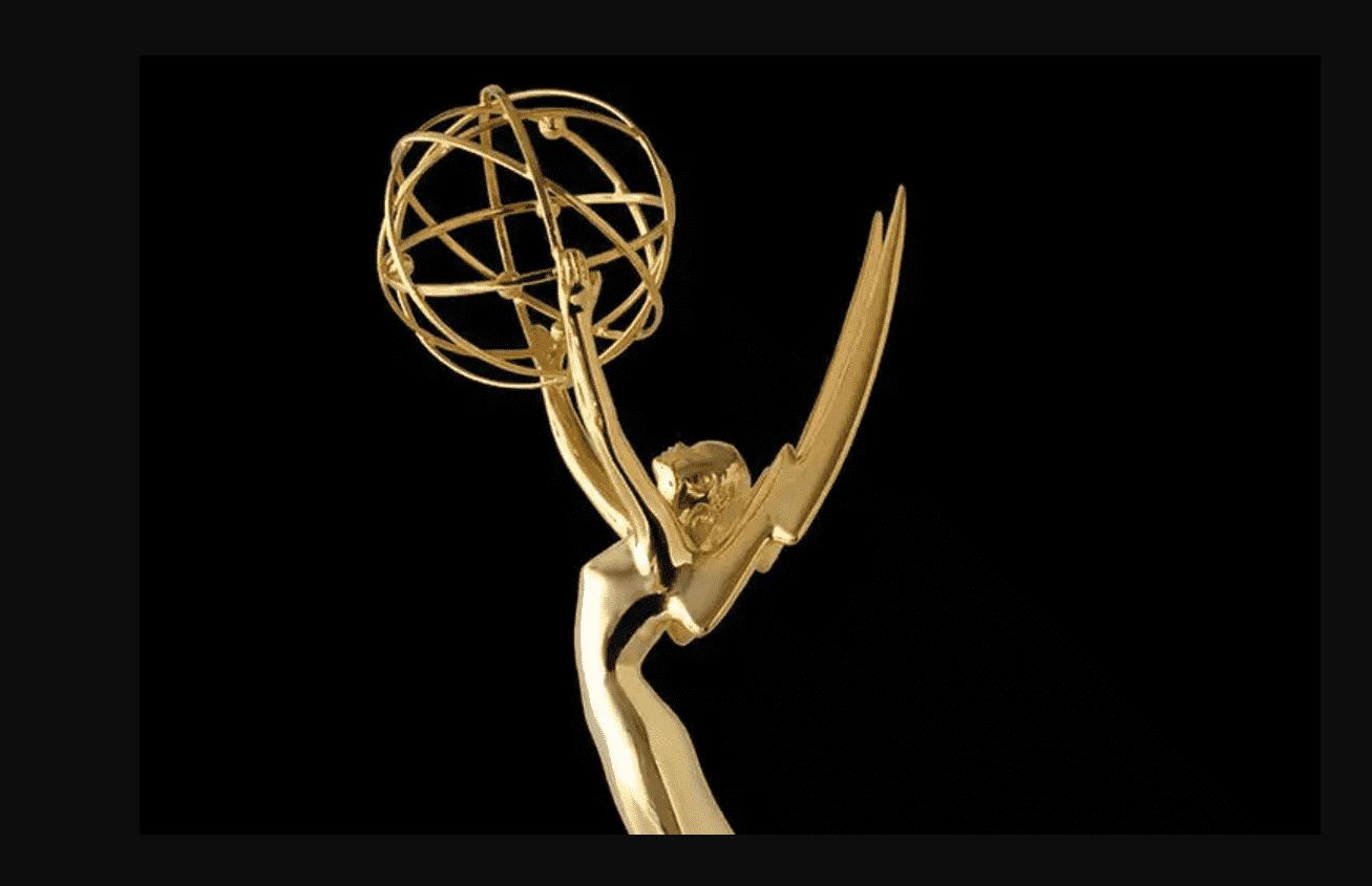 Foto mostra a estatueta do Emmy
