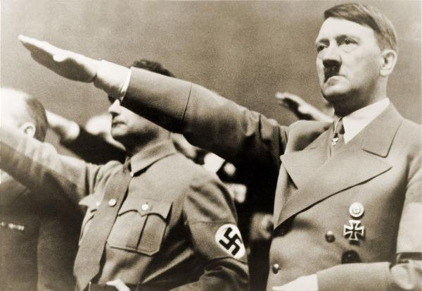 Foto mostra Adolf Hitler