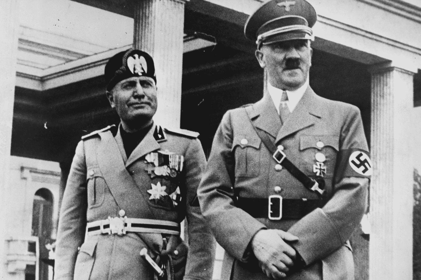 Foto mostra Hitler ao lado de Mussolini