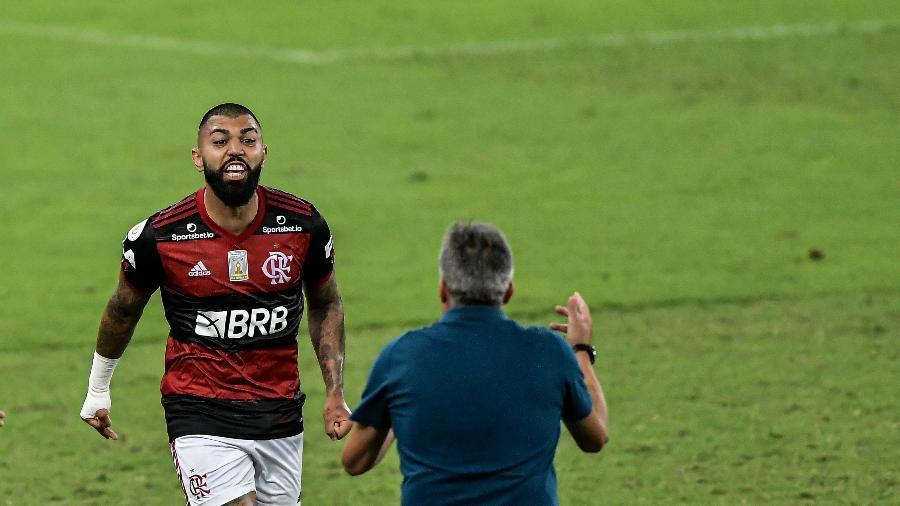 Gabigol comemora gol com Torrent