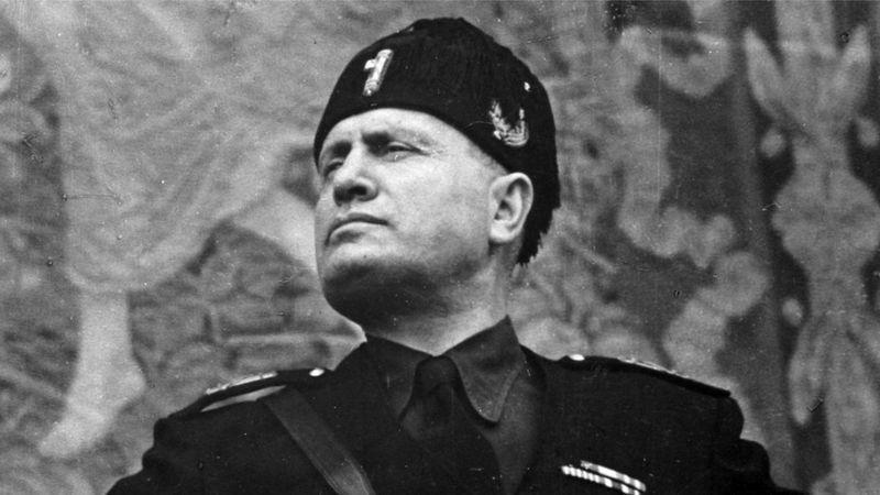 Foto mostra Benito Mussolini