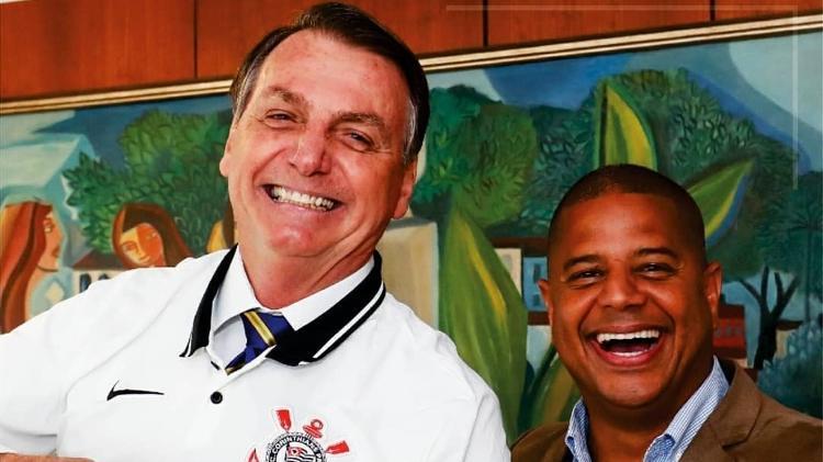 Foto mostra Jair Bolsonaro e Marcelinho Carioca