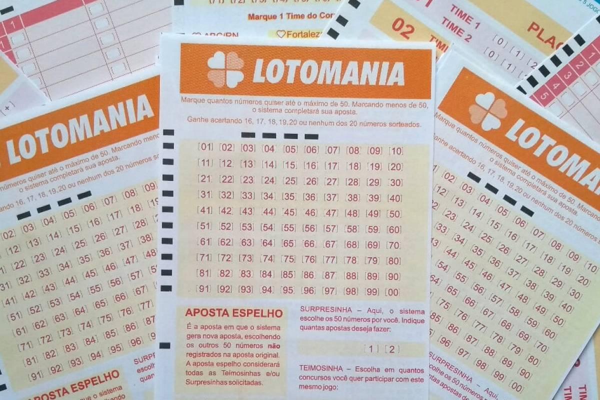 resultado da Lotomania - a imagem mostra três volantes da Lotomania