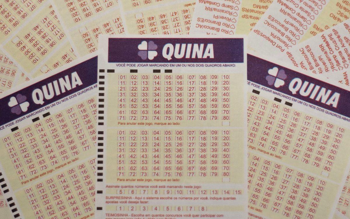 Quina concurso 5410 - a imagem mostra três volantes da Quina em destaque