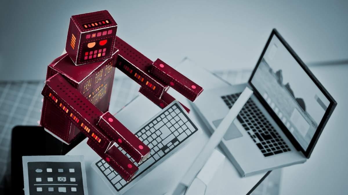 robô vermelho utilizando teclado de computador para trade