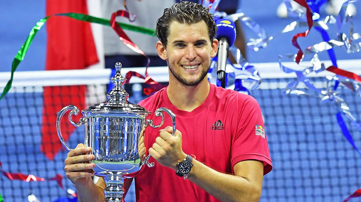 Dominic Thiem segura o troféu do US Open 2020