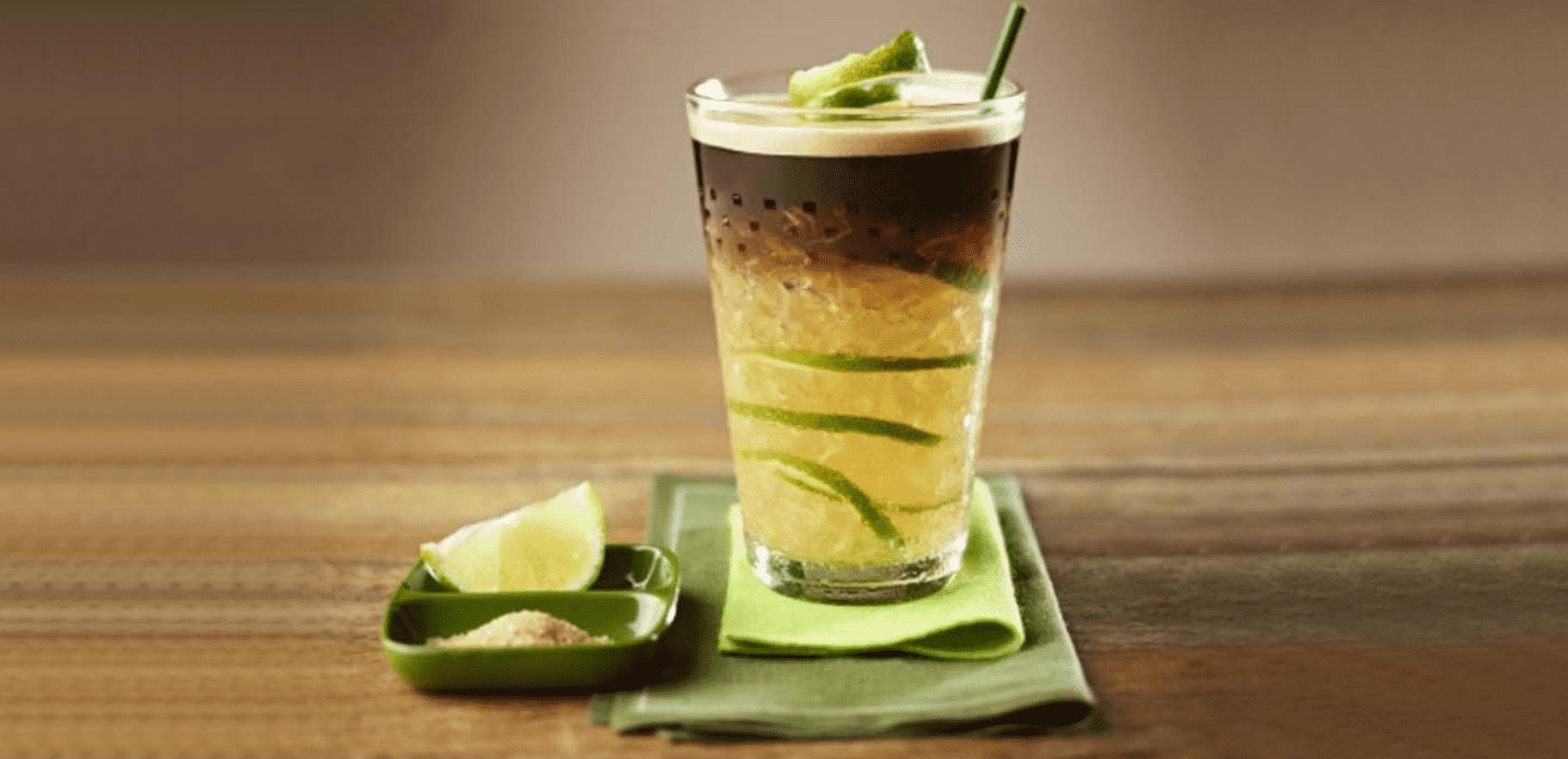 Foto mostra uma caipiroska de café.