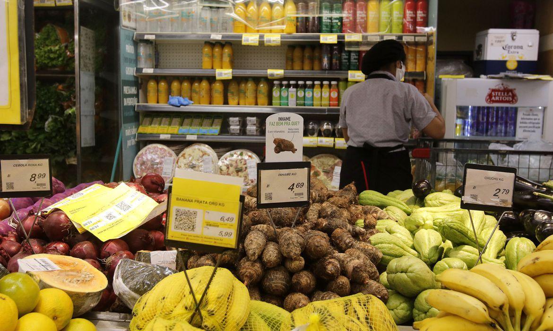 Ipea aponta que inflação atinge em cheio os mais pobres. Foto: Tânia Rêgo/Agência Brasil