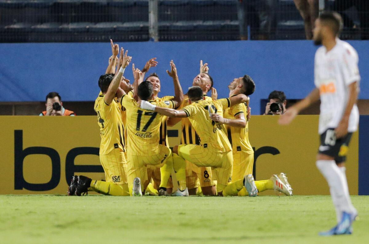 Corinthians venceu segundo jogo contra Guaraní, mas resultado não classificou o time