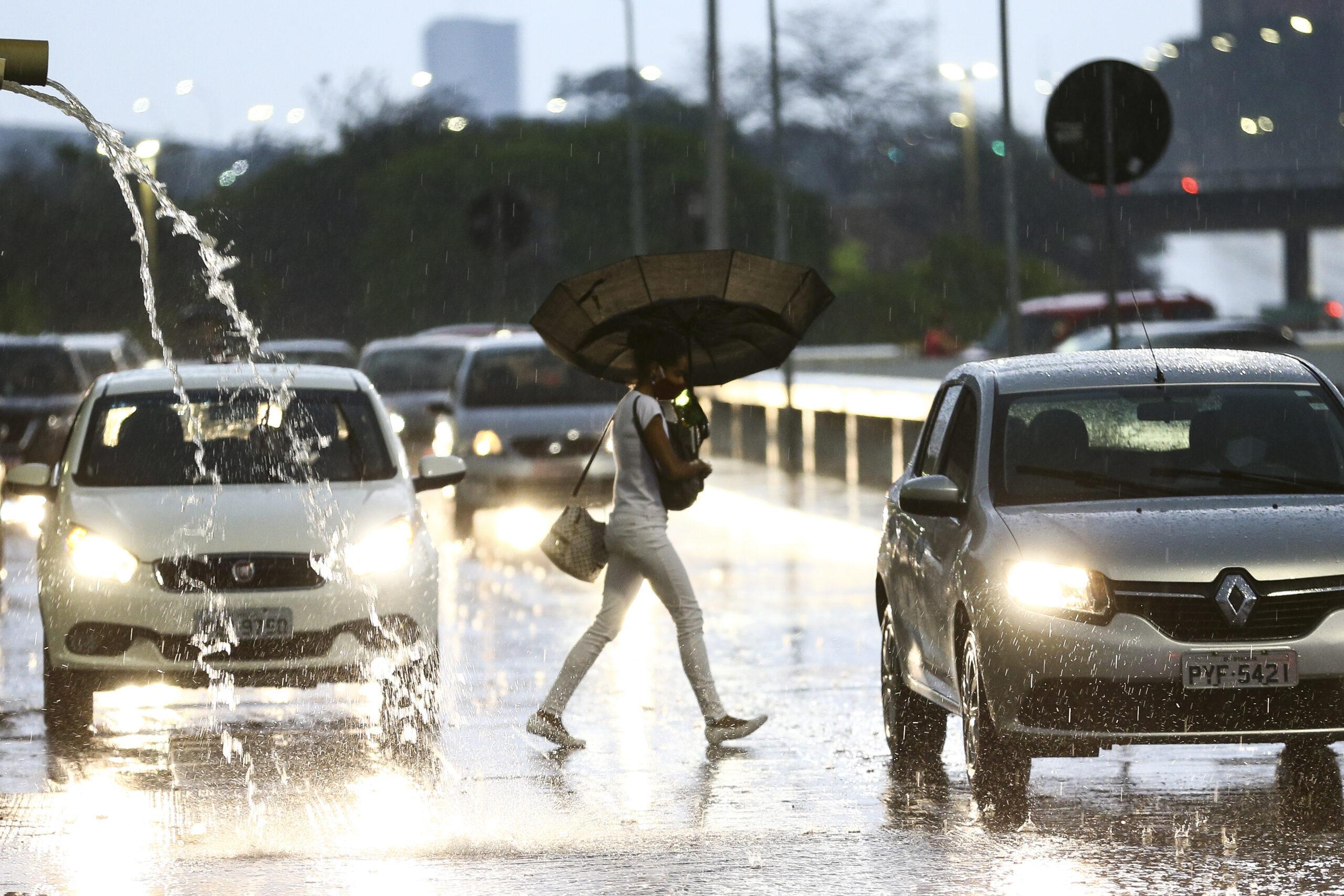 Previsão do tempo para este fim de semana será de chuva e calor