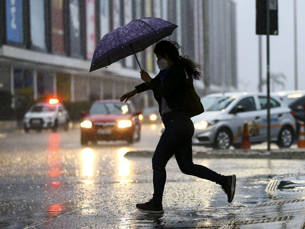Previsão do tempo para feriado prolongado é de chuva em SP e pelo Brasil. Foto: Marcelo Casal/Agência Brasil