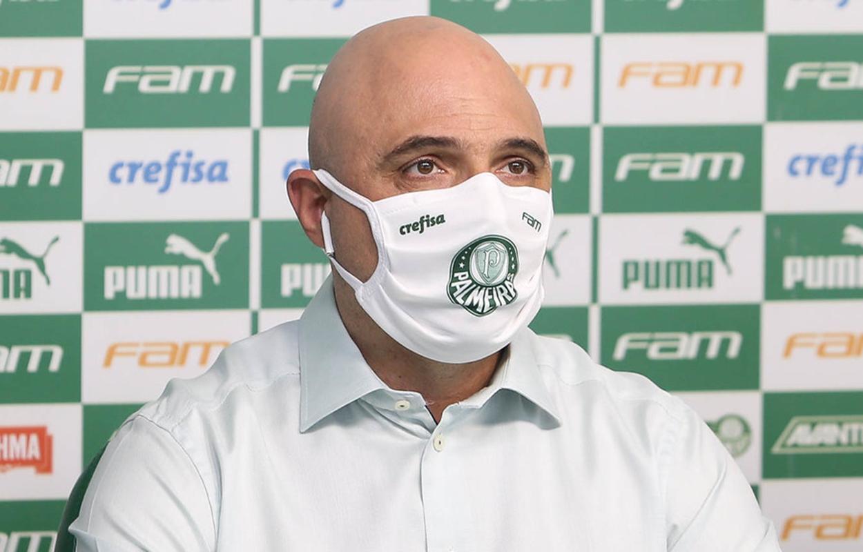 Presidente do Palmeiras, Mauricio Galiotte, fala sobre a busca por um novo técnico