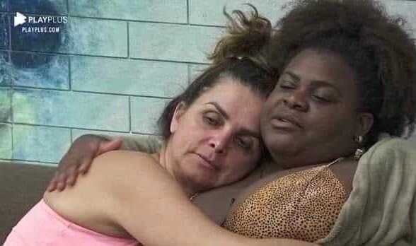 Semelhança entre Luiza Ambiel, de A Fazenda 2020, e Jair Bolsonaro parou a internet. Foto: reprodução