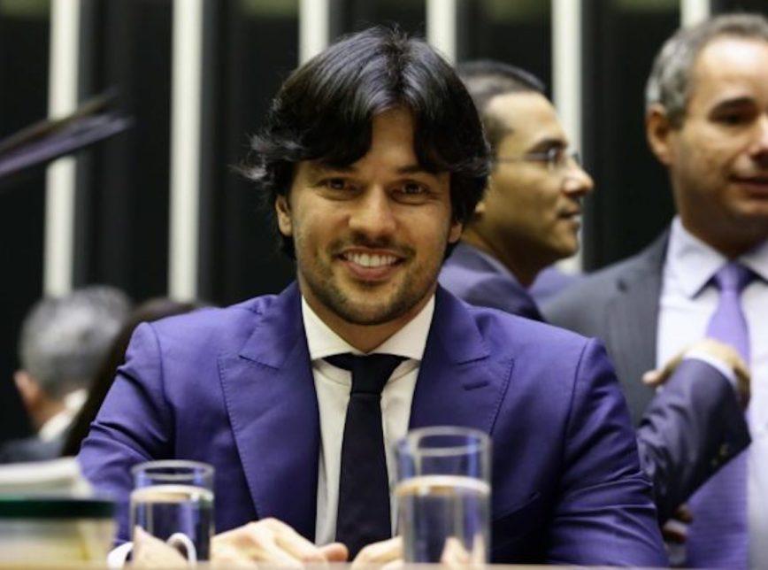 Foto mostra Fábio Faria, secretário do Ministério das Telecomunicações