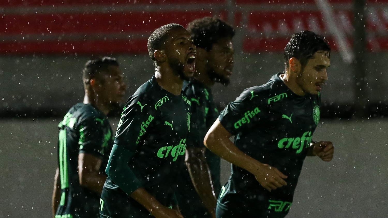 Atacante Wesley comemora o segundo gol do Palmeiras no jogo